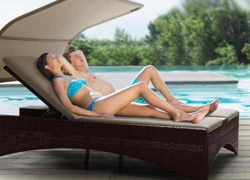 Luxusní lehátko se stříškou k bazénu