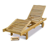 Polohovatelné dřevěné lehátko na kolečkách