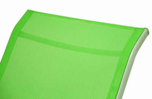 Zelené zahradní lehátko s pohodlným lehem