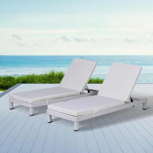 bílé polohovací lehátko na zahradu i pláž