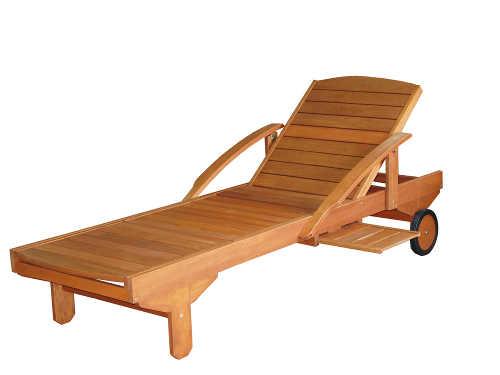 zahradní lehátko z kvalitního dřevěného materiálu